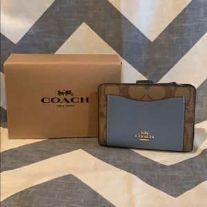 NWT Coach Medium Corner Zip Wallet 2 Color Options